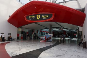 Tour Dubai Ferrari World